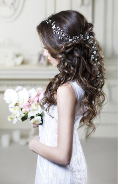 Impeccable Wedding Hairstyles for Long Hair: Create a Dreamy Updo with This Romantic Headband  #topgraciawedding #wedding #hairstyles #longhair #bridalupdo #headband #bridal