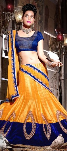 Looking for a #lehenga in golden metallic tone? Here you go! Order at flat 15% off.  #bride #wedding #bridalwear #partywear #indianWedding #onlineshopping