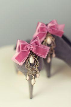 Wedding Shoe clips Great Gatsby, Go To www.likegossip.com to get more Gossip News!