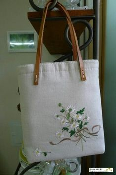 This Pin was discovered by Ann Embroidery Flowers Pattern, Embroidery Bags, Embroidery Stitches, Machine Embroidery, Embroidery Designs, Fabric Bags, Quilted Bag, Handmade Bags, Purses And Bags