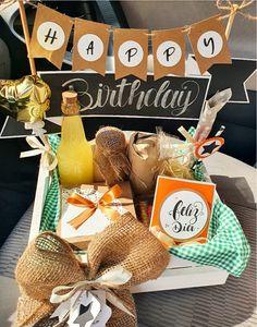 Birthday Photo Frame, Birthday Box, Birthday Gifts, Ideas Aniversario, Dinner Box, Funny Gifts For Him, Gift Maker, Birthday Balloon Decorations, Birthday Breakfast