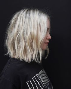 short hair re.FRESH - Anh Co Tran Kids and money guide As the name of our website suggest Medium Hair Styles, Curly Hair Styles, Short Styles, Bob Rubio, Blonde Color, Hair Looks, Short Hair Cuts, Hair Lengths, Hair Inspiration