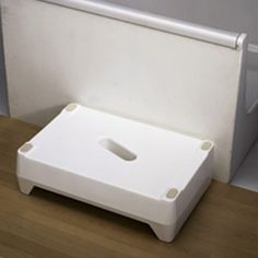 """http://www.midlandmobility.co.uk/index.php?main_page=product_info&cPath=66&products_id=831 This strong, lightweight step has a large textured area and central lifting hole. The step rests on non-slip pads for safety and is reversible to provide either a 4"""" or 6"""" step. 194 Torrington Avenue, Coventry, CV4 9BL."""
