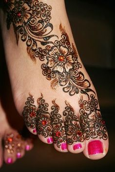 Henna Tattoos - tattoos for toes!