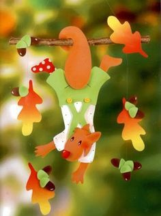 squirrel with leaves & acorn - autumn paper craft pattern