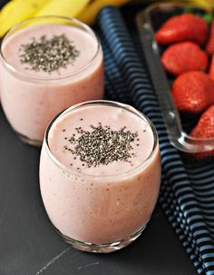 Banana, Strawberry & Chia Seeds Smoothie - 14 Weight Loss Shakes and Smoothies | GleamItUp