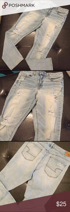 🌏AMERICAN EAGLE HIGH-RISE JEGGINGS🌏 🌏Super stretch, skinny legged, hi-rise jegging!! Worn a few times. Small stain on knee, check pic. These are SHORT in length. American Eagle Outfitters Jeans Skinny