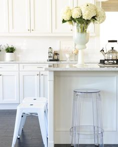 @boxwoodavenue (who also happens to be our #bloggerbride on @smpweddings) is shading her tips for #cleaning your #kitchen in 10 minutes! | Photography: @tracey_ayton by smpliving
