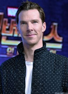 """larygo: """"Benedict Cumberbatch attends the press conference for 'Avengers Infinity War' Seoul premiere, South Korea, 04/12/18 (x) """""""