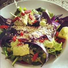 Post-Workout Salad with Hemp & Goji Berries Plus a Giveaway for new kicks! Tortilla Chips Calories, Detox Recipes, Healthy Recipes, Healthy Salads, Healthy Foods, Calories In Peppers, Joyous Health, Winter Salad Recipes, Dressings