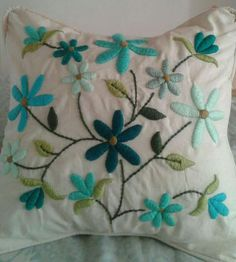 Cushion Embroidery, Hand Work Embroidery, Embroidered Cushions, Learn Embroidery, Embroidery Hoop Art, Crewel Embroidery, Hand Embroidery Designs, Embroidery Stitches Tutorial, Embroidery Flowers Pattern