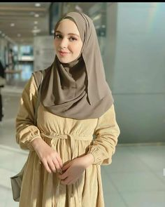 Beautiful Muslim Women, Beautiful Hijab, Beautiful Asian Girls, Hijab Fashion, Fashion Beauty, Fashion Outfits, Fashion Trends, Muslim Women Fashion, Womens Fashion