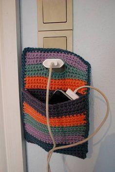 Super práctico, porta celular para usar mientras se recarga ;)N