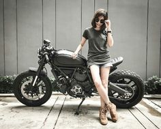 I totally am keen on those things these folks designed on this stylish Moto Ducati, Ducati Cafe Racer, Cafe Bike, Moto Bike, Motorcycle Babe, Cafe Racer Girl, Custom Cafe Racer, Cafe Racer Build, Lady Biker