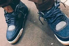 Travis Scott took to Instagram to tease what looks to be an upcoming Levis x Air Jordan IV collaboration. Jordan 4 Black, Air Jordan Iv, Jordan Shoes, Latest Shoe Trends, Levis, Blue Denim, Washed Denim, Nike Air Force, Sneakers Nike