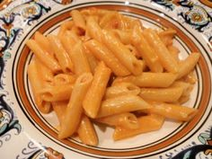 Penne alla vodka (Penna with Vodka Sauce) | Memorie di Angelina....what to do with a left-over bottle of vodka