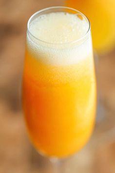 Κατεψυγμένα Peach Bellini - Υπέροχα ελαφρύ, δροσιστικό και αφρώδη ροδάκινο bellinis - και το μόνο που χρειάζεστε είναι 3 συστατικών και 5 λεπτά!  Τόσο απλό και εύκολο!