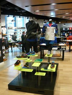 Nike Lunarglide+ 3 - Hit the Road, Not the Wall sports shoe retail table display.