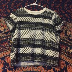 Shirt Super cute fun pattern crop top, great for spring/summer. American Eagle Outfitters Tops Crop Tops