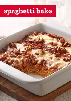 Spaghetti Bake – Discover this cheesy, saucy Italian-style casserole. Featuring everything you like about lasagna—except the unwieldy noodles—this recipe can be made for your dinner table in just 35 minutes. Kraft Recipes, Lunch Recipes, Crockpot Recipes, Pasta Recipes, Kraft Foods, Spaghetti Recipes, Dinner Recipes, Dinner Dishes, Dinner Table