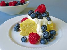 This lemon cheesecake is lighter than an American cheesecake, but denser than a Japanese cheesecake. A deliciously perfect summer dessert! Summer Desserts, No Bake Desserts, Just Desserts, Delicious Desserts, Dessert Recipes, Yummy Food, Tasty, Yummy Yummy, American Cheesecake
