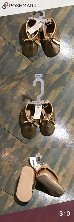 Old Navy Gold Baby Moccasins Old Navy Gold Baby Moccasins. Size 12-18 months Old Navy Shoes Baby & Walker