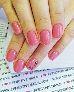 Hybryda nr 14 od Effective nails 💖 #effective #effectivenails #svarowskinails #hybrydananaturalnejpłytce #effectiveteam #loveeffective #paznokcie #nailstagram #nailart #prettynails #nailsofinstagram #nailobsession #pazurki