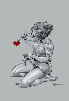 Chica pintando un corazón