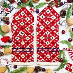 We think we have found the most  Christmasy mitten pair ❤❄ What do you think?  Available in two layers (double mitts) or single layer - both are hand knitted.  WWW.TINES.LV  #latvianmittens #latviandesign #madeinlatvia #knitting #stickat #strickning #strikk #handarbeit #knit #knitstagram #mittens #mittenpattern #mitts #christmastree #snowflakes #christmasdecorations #christmascountdown #advent #december #stillswithstories #fromthetop #flatlayoftheday
