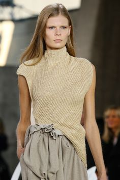 Loewe Spring 2015 Ready-to-Wear Collection Fashion Show Details–