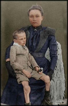 """Weber with her son, Mafeking Camp. """"The British government never apologised for the atrocities committed during the Boer war"""". British Government, My Heritage, African History, Afrikaans, Memento Mori, Ecology, In A Heartbeat, Patagonia, South Africa"""