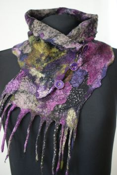 Nuno Felted Scarflette a Sugarplum Original von sugarplumoriginals