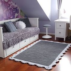 Dywan x Tapis (Rug. - Things to do w/the weird room upstairs. Beige Carpet, Diy Carpet, Rugs On Carpet, Cheap Carpet, Crochet Mat, Crochet Carpet, Knit Rug, Doily Rug, Vintage Home Accessories