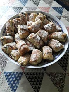 Alföldi kifli, ha nincs kedved a bonyolult sütikhez, de valami édes finomságot készítenél! Hungarian Food, Hungarian Recipes, Pretzel Bites, Food Styling, Sweets, Bread, Cookies, Baking, Dios