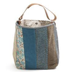 Saco grande.Mala, estilo saco em tecido, forrada. Alça em couro natural.Pode ser usado tanto no ombro como à tiracolo. Handmade-numerado. Medidas:48x38x17cm