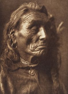 Edward S. Curtis's The North American Indian - volume 4 facing: page 90 Big Ox - Apsaroke Native American Images, Native American Beauty, Native American Tribes, Native American History, American Symbols, American Women, Navajo, Native Indian, Native Art
