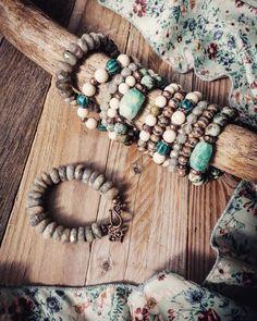 Čo poviete na takúto  jesennú 🍂💛🍂 kombináciu 📿? Na #babieleto  sa #naramky do medena podľa mňa priam  pýtajú 😉... Všetky dostupné u mňa ✉️…