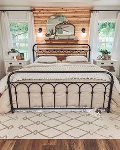 Modern Farmhouse Bedroom, Rustic Master Bedroom, Cozy Master Bedroom Ideas, Farmhouse Homes, Antique Bedroom Decor, Magnolia Bedroom Ideas, Master Bedroom Layout, Rustic Bedroom Design, Rustic Bedroom Furniture