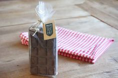 Gift Wrapping, Gifts, Teller, Sugar Free Chocolate, 3 Ingredients, Cacao Powder, Paleo Recipes, Sweet Recipes, Presents