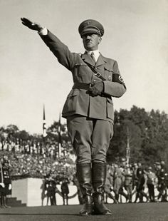 (Click for Hi-res) Hitler in full salute.