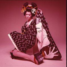 「日本の彩り。 着物文化。 #kimono #newyear #japan #culture #fashion#flashback1970#kansaiyamamoto#山本寛斎#love#peace」