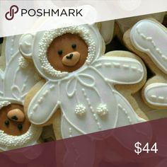[CasaGiardino] ♛ No recipe attached to this image but i bet these would make lovely gingerbread bear cookies. Fancy Cookies, Iced Cookies, Cute Cookies, Cookies Et Biscuits, Holiday Cookies, Cupcake Cookies, Sugar Cookies, Cookie Favors, Flower Cookies