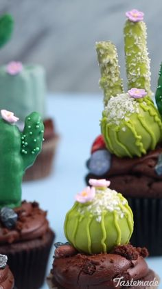 4 Ways You will not be harmed by these chocolate cactus cupcakes made with Rice Krispies treats and buttercream.You will not be harmed by these chocolate cactus cupcakes made with Rice Krispies treats and buttercream. Cupcake Recipes, Baking Recipes, Dessert Recipes, Sweets Recipe, Cupcake Videos, Recipe Recipe, Rice Recipes, Recipe Ideas, No Bake Desserts