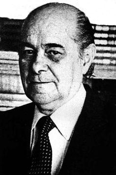 Tancredo de Almeida Neves GCTE (São João del-Rei, 4 de março de 1910 — São Paulo, 21 de abril de 1985) foi um advogado, empresário e político brasileiro, tendo sido primeiro-ministro de 1961 a 1962, ministro da Justiça e Negócios Interiores de 1953 a 1954, ministro da Fazenda em 1962, governador do estado de Minas Gerais de 1983 a 1984 e presidente eleito do Brasil em 1985. Morreu em 21 de abril de 1985, sem assumir o cargo para o qual fora eleito. http://pt.wikipedia.org/wiki/Tancredo_Neves