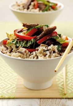 Chinese beef stir fry with wild rice - Tesco Real Food Chinese Dishes Recipes, Asian Recipes, Ethnic Recipes, Stir Fry Recipes, Beef Recipes, Healthy Recipes, Chinese Beef Stir Fry, I Love Food, Good Food