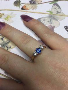 Stunning 18ct Gold Sapphire & Diamond Trilogy Anniversary / Engagement Ring 18