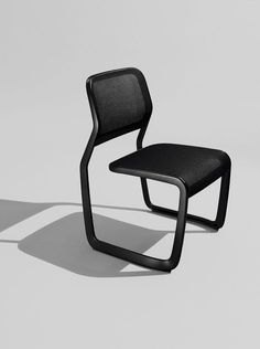 marc newson's aluminum chair for knoll honors the cantilevered chairs of mies van der rohe
