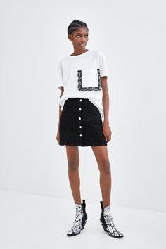 Knit Fashion, Fashion Outfits, Shirts & Tops, Shirt Transformation, Look Office, Clothing Hacks, Basic Tops, T Shirts For Women, Clothes For Women