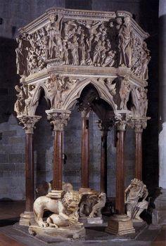 Pulpito di Pistoia realizzato da Giovanni Pisano (1297-1301; Sant'Andrea, Pistoia). Per scoprire l'arte di Giovanni Pisano:http://www.finestresullarte.info/Puntate/2014/01-giovanni-pisano.php