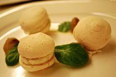 Macarons alla ricotta d'Alpeggio, crema di Topinambur e Castagne al Miele